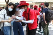 South Korea says MERS-infected doctor had mass contact